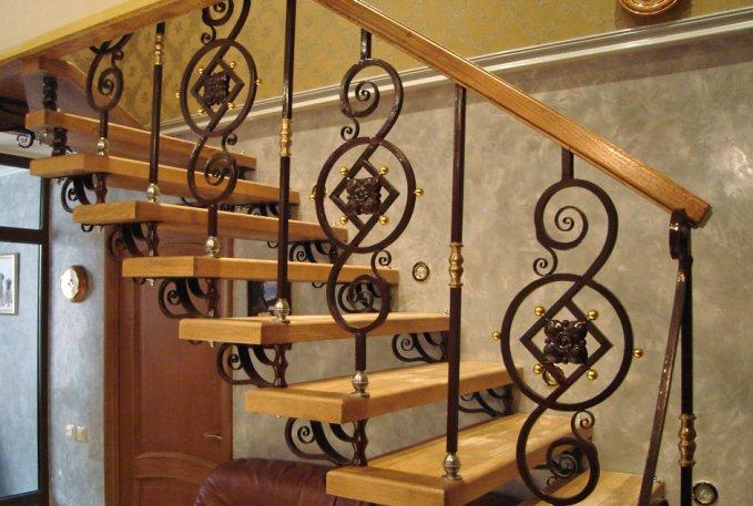 Лестницы с коваными балясинами