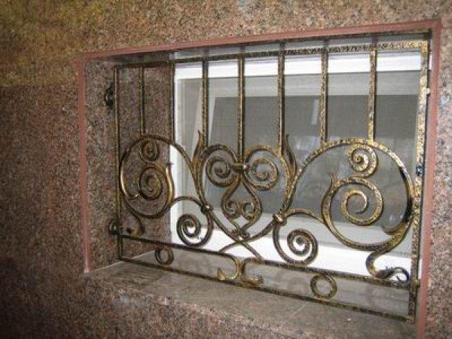 Кованая решетка на окно 27