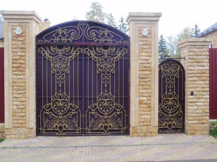Кованные ворота на даче