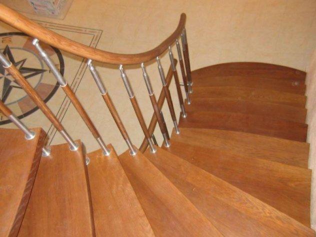 Перила для лестницы в доме