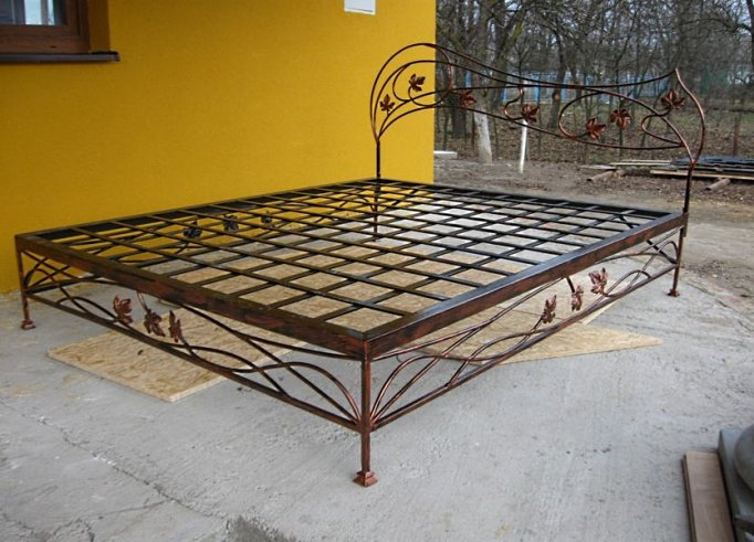 Кованая кровать фото