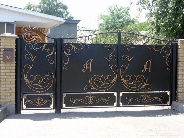 Ворота с декоративными
